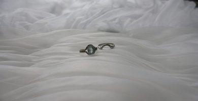 El atractivo magnético del anillo de compromiso de aguamarina